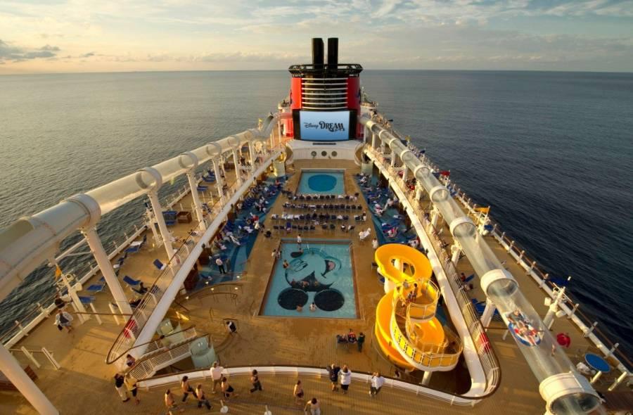 Desembarca crucero de Disney con Mexicanos