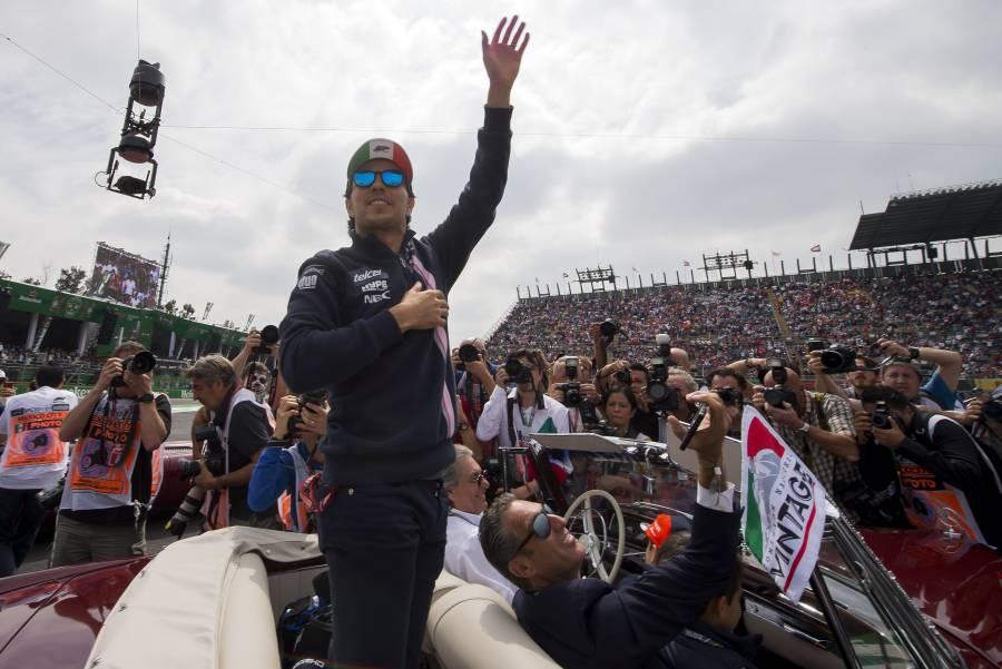 """""""Checo"""" Pérez pronostica llegada de Carlos Sainz a Ferrari"""