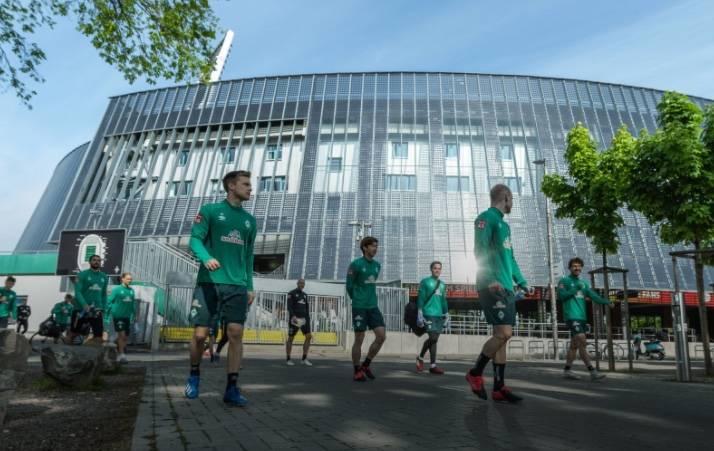 Futbolista del Werder Bremen en cuarentena por caso de Covid-19 en su entorno