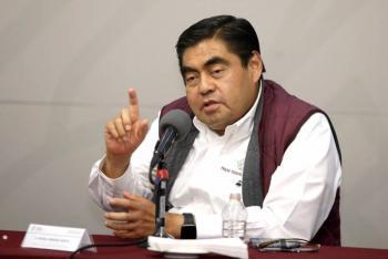 Gobernador de Puebla anuncia acabado ciclo escolar y aprueba a todos