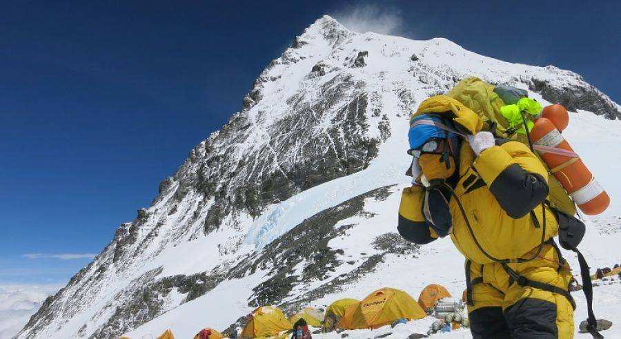 China despliega tecnología 5G para medir altura del Everest