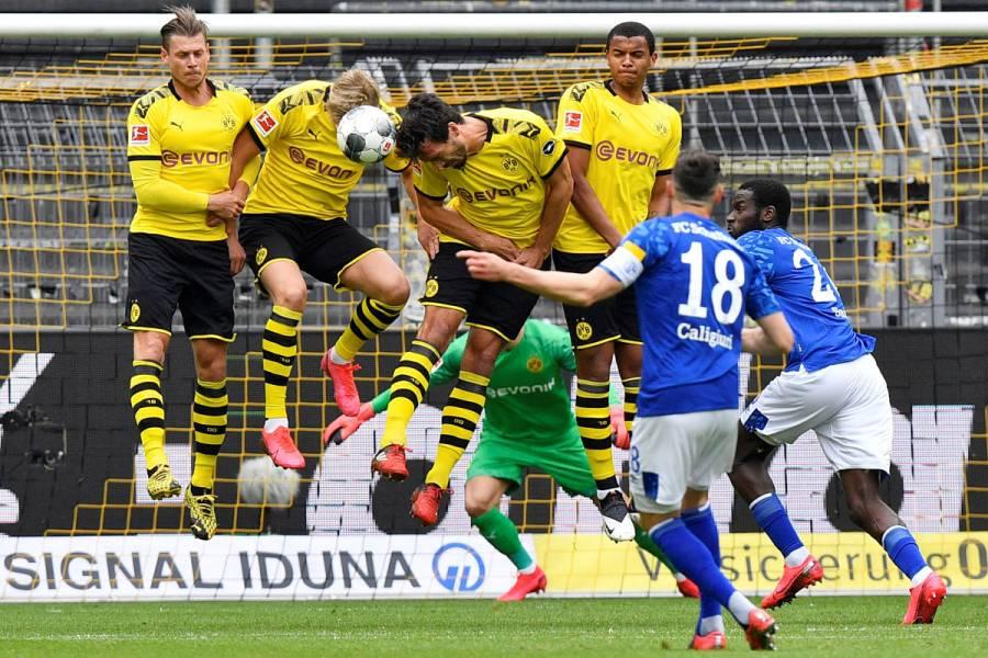 Borussia Dortmund golea a Schalke 04 en reanudación de Bundesliga