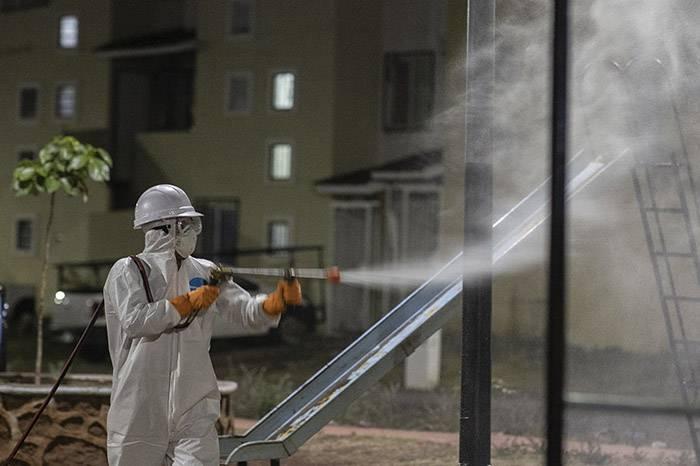 La OMS advierte que es peligroso y poco efectivo fumigar calles