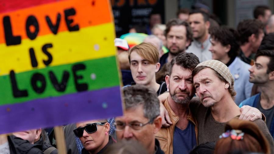 Martí Batres llama a legislar por matrimonio igualitario