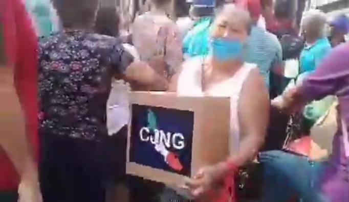 Video: Presuntos miembros del Cártel de Jalisco entregan despensas en Veracruz