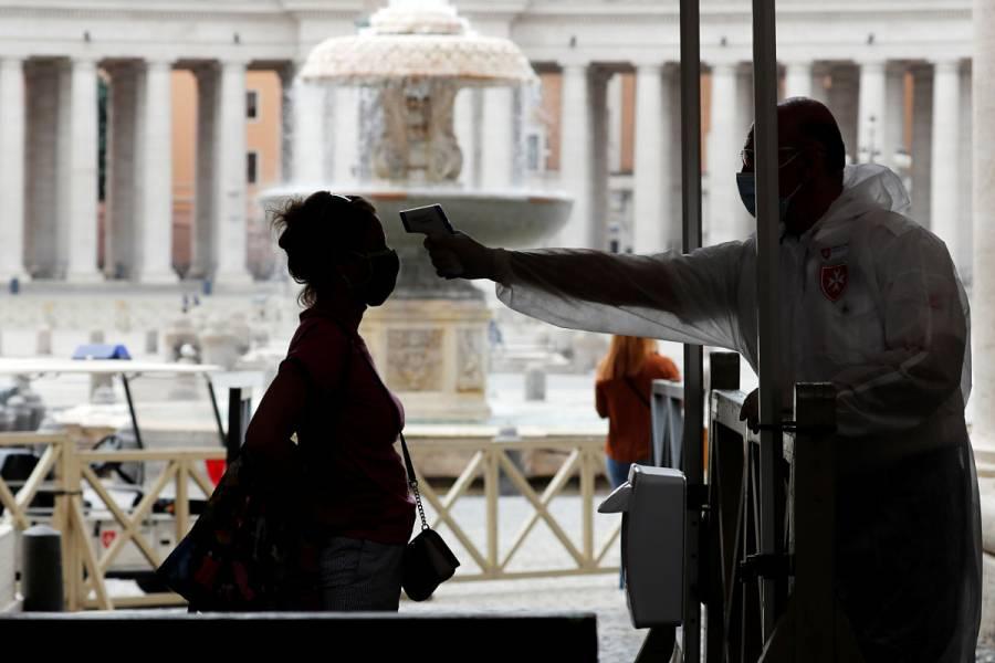 El Vaticano retoma oficios públicos en alivio de confinamiento en Italia