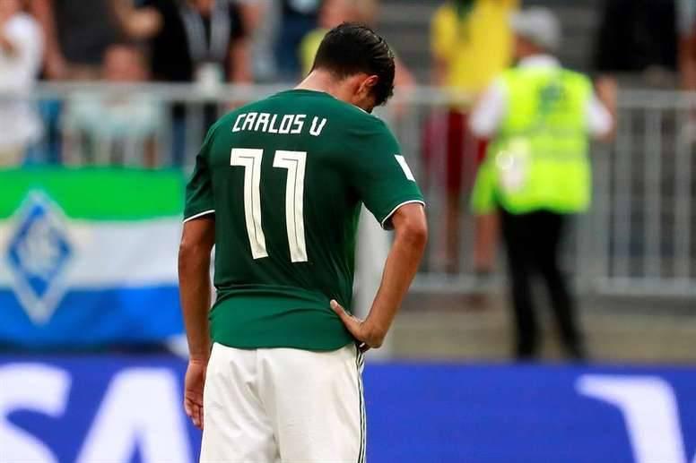 Carlos Vela dona última playera que utilizó con la Selección Mexicana