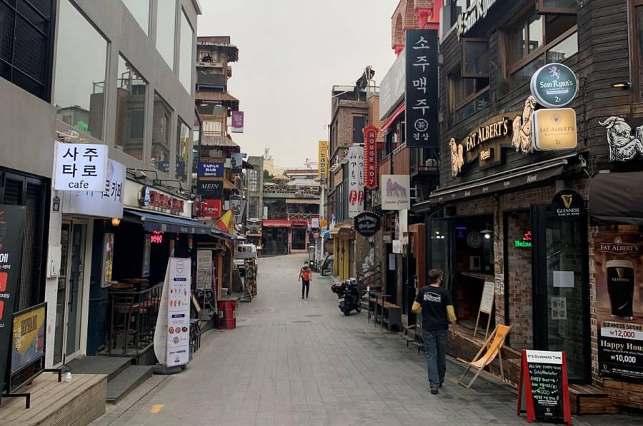 Estudiantes de secundaria vuelven a clases en Corea del Sur