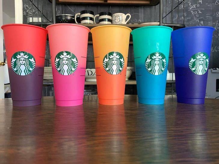 Los nuevos vasos de Starbucks que cambian de color