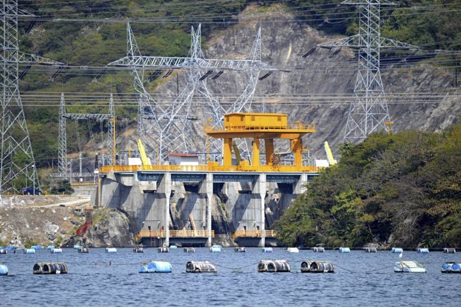 La IP se apoderó de la energía, tenía plan contra Pemex y CFE: AMLO