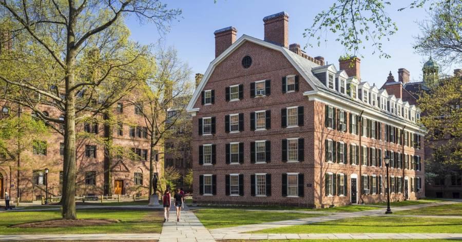 Universidades de Estados Unidos debaten regreso a clases presenciales o virtuales