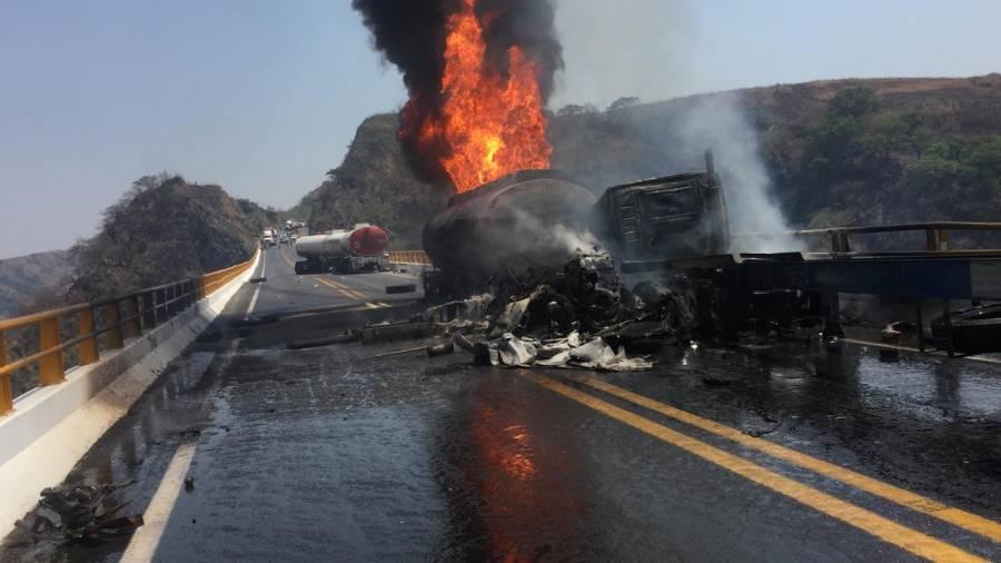 Explosión de pipa en la autopista Colima - Guadalajara