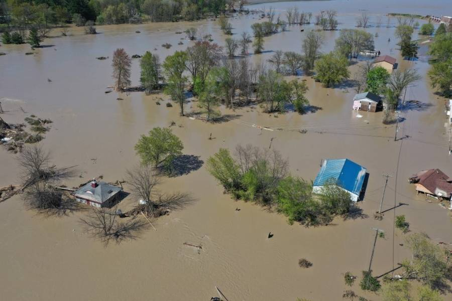 11 mil evacuados por inundaciones en Michigan