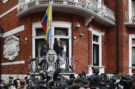 Ecuador aplica austeridad y cierra embajadas