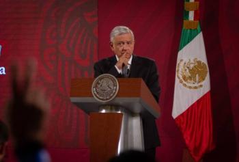 """""""Yo no sé si estaba embrujada o no silla presidencial, pero antes de que yo llegara la mandé a limpiar"""": AMLO"""