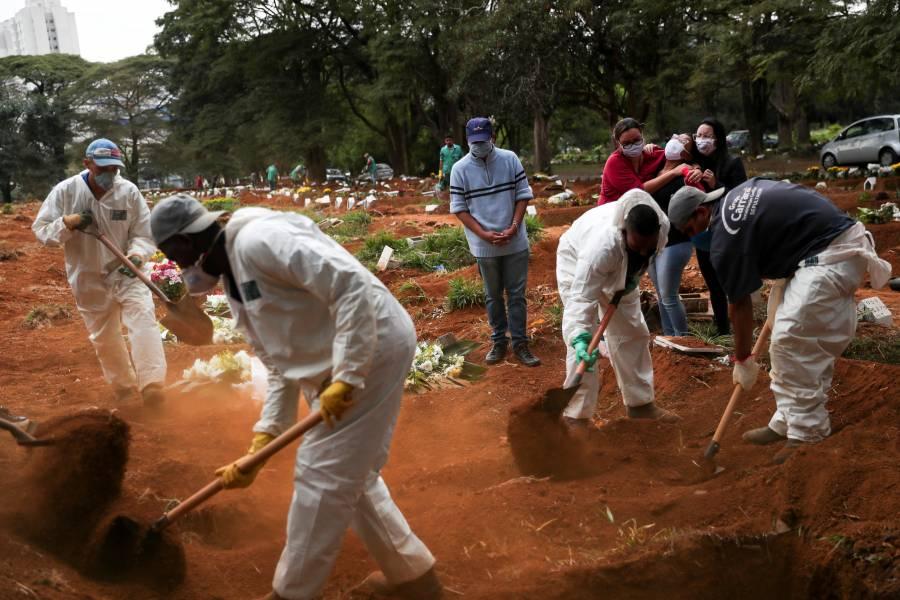 """""""Es uno tras otro"""": el drama  en cementerios de Brasil"""