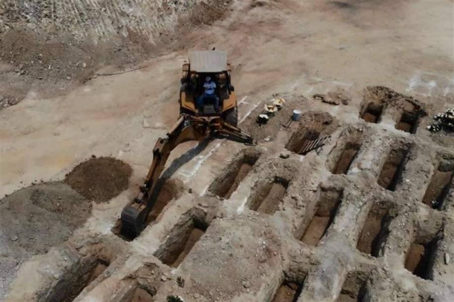 Prepara Acapulco fosas comunes por incremento de muertes por Covid-19