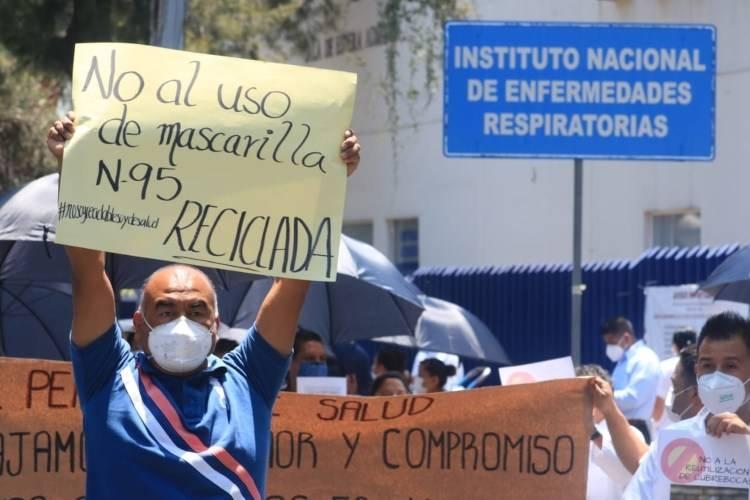 Protesta personal médico fuera del INER; piden equipo para atender Covid-19
