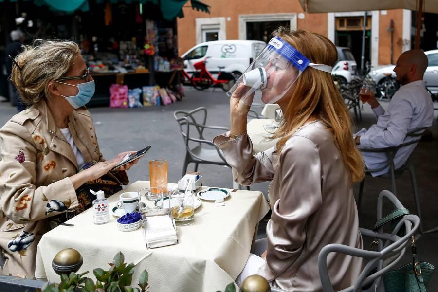 Roma establece multas de hasta 500 euros a quien tire mascarillas en vía pública