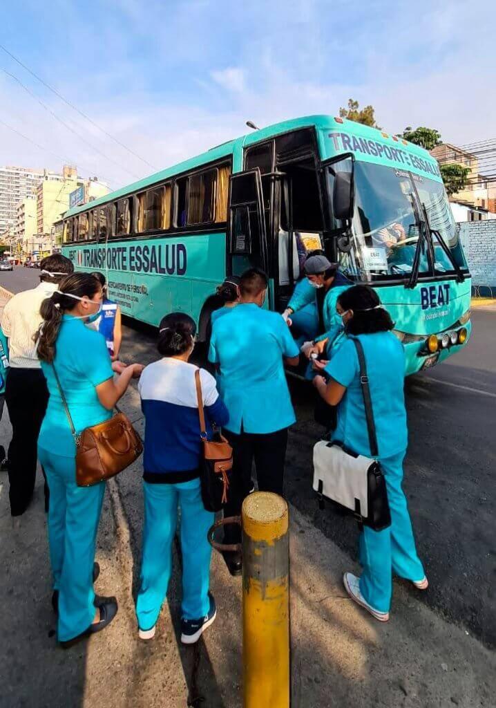 Discriminación por su labor, denuncian médicos