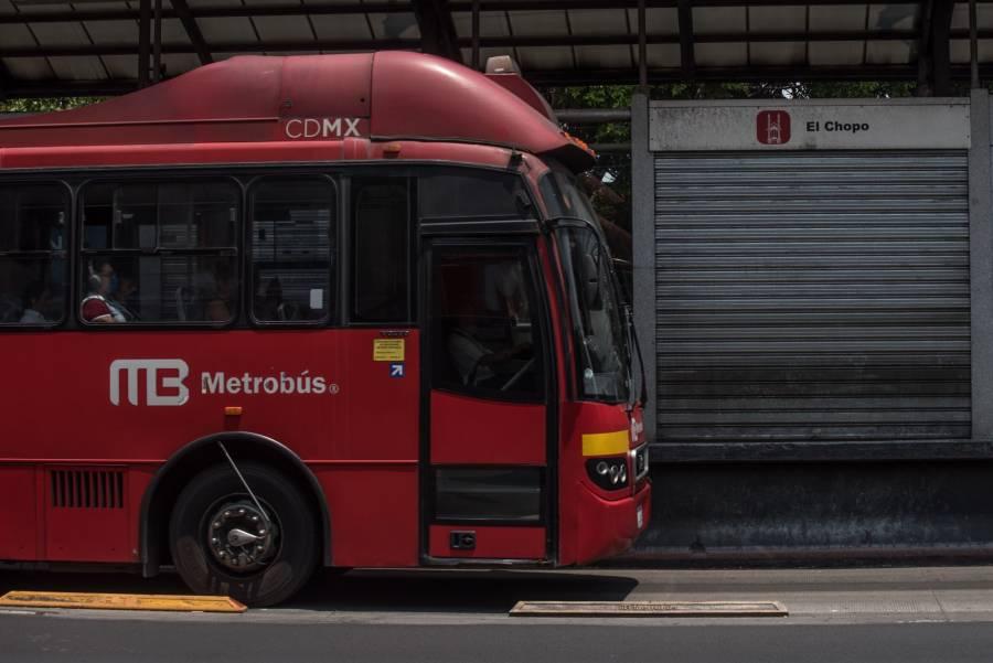 Metrobús dosifica acceso a usuarios