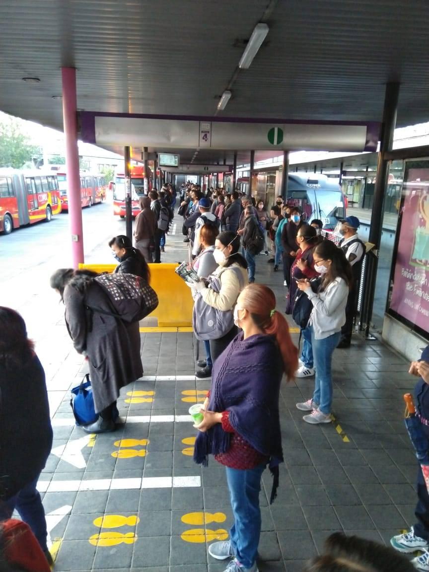 Aceptan usuarios nuevas medidas de acceso a terminales de Metrobús