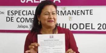 Tras acusaciones de corrupción, renuncia alcaldesa de Jalapa