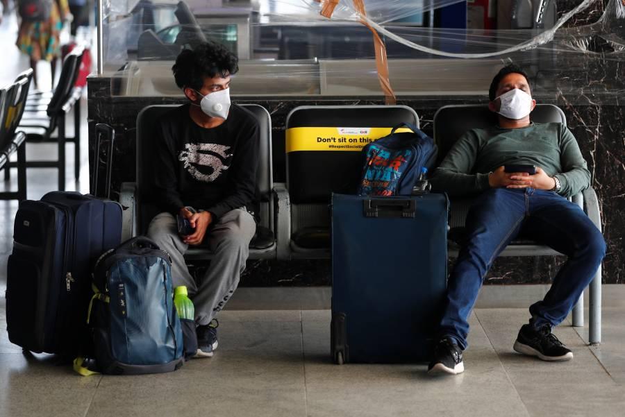 En pico de contagios, India  reanuda vuelos internos