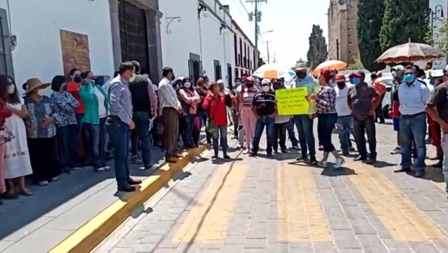 Pobladores de Tecali exigen que reos no sean trasladados a su localidad