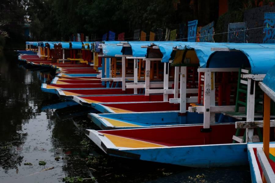 Encuentran a hombre muerto en trajineras de Xochimilco