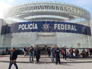 Policías Federales se manifiestan exigiendo liquidación y adeudos