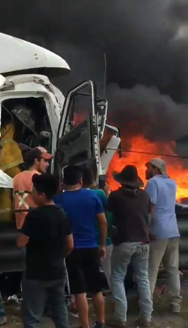 Accidente en la México-Querétaro provoca incendio
