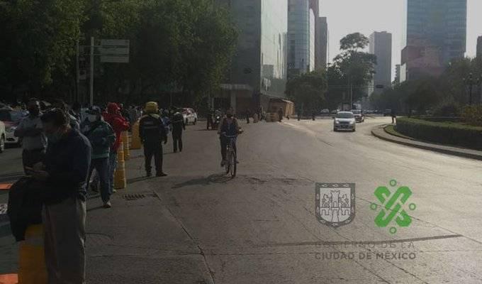 Marchan taxistas sobre Reforma hacia la Secretaría de Bienestar
