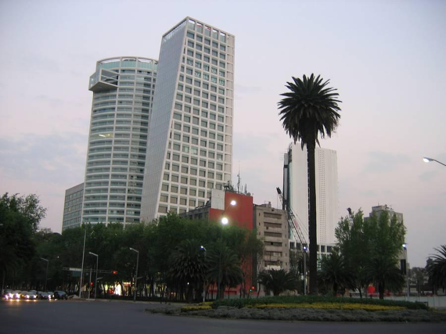 Teodoro González de León… la construcción de una ciudad