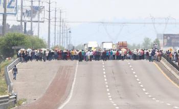 Pobladores de Coronango bloquean autopista México-Puebla
