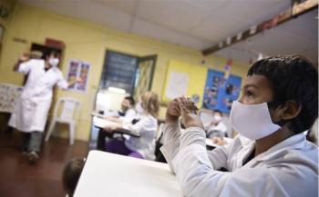 Uruguay regresa a clases 2  días a la semana por 3 horas