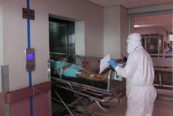 Video: presunto contagiado de covid-19 pide ayuda en puerta de Palacio Nacional
