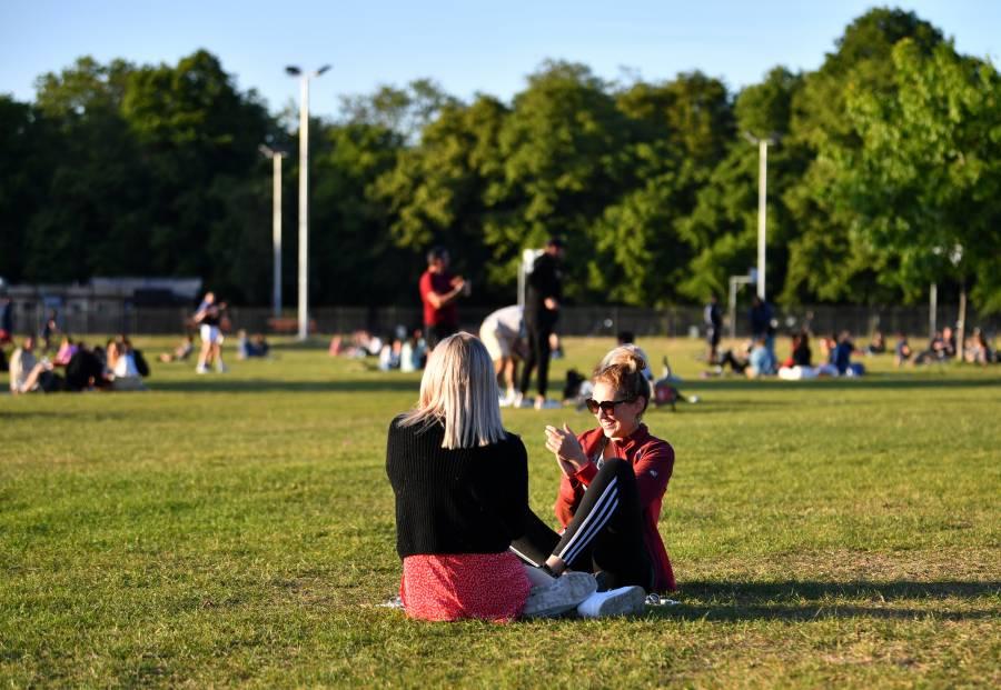 Reino Unido alista la apertura de  primarias, parques, venta de coches…