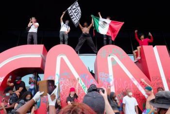 Manifestantes causan daños en instalaciones de CNN durante protestas por fallecimiento de George Floyd