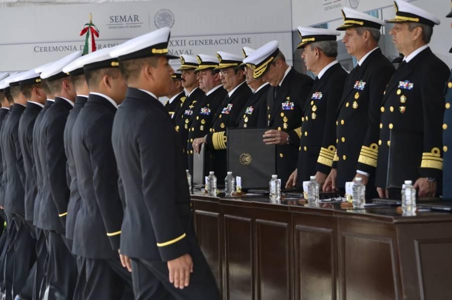 AMLO conmemora a personal hospitalario de la Marina con ascensos