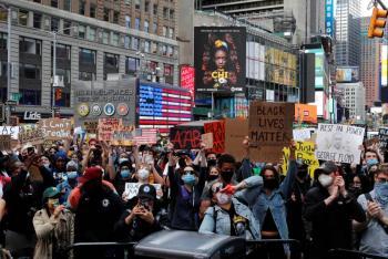 Ordenan toque de queda en Nueva York tras protestas