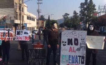 Vecinos protestan en Eje Central; exigen cerrar crematorio