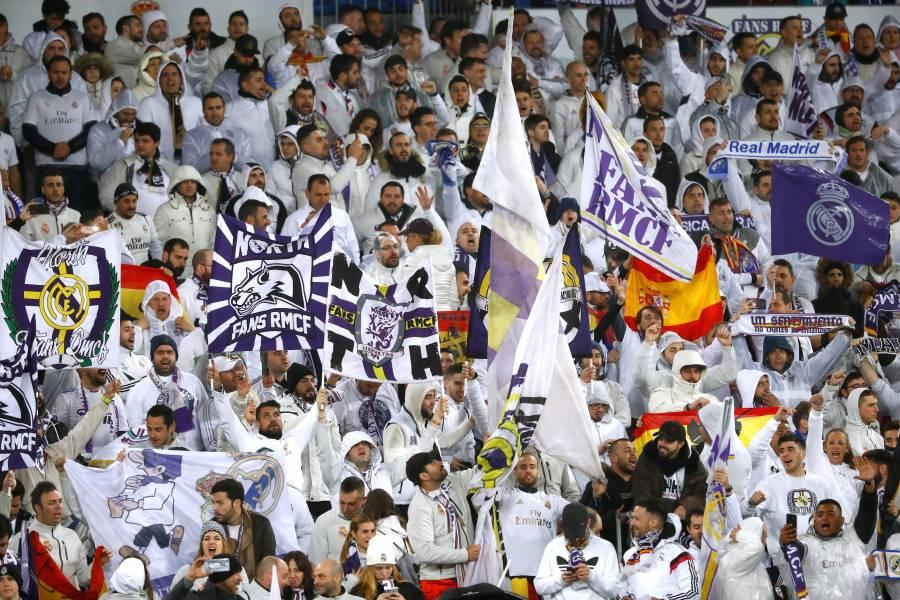 Analizan regreso del público a estadios de futbol en España