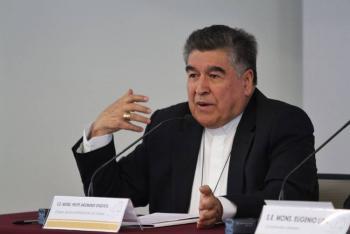 Hieren en fuego cruzado a obispo emérito de Chiapas