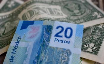 Peso cotiza por debajo de la barrera de los 22 por dólar