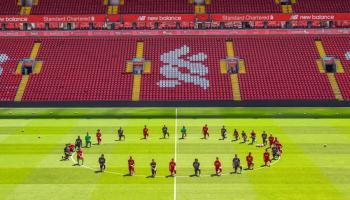 Liverpool se une a protestas; Bundesliga a un paso de prohibirlas