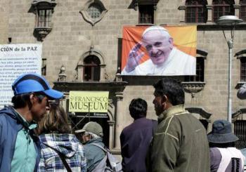 Papa Francisco expresa su preocupación por la violencia en EUA