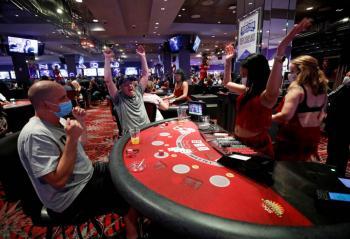 Casinos en Las Vegas reanudan actividades