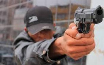 Detienen a dos sujetos en el centro de la CDMX por robar 25 mil pesos a transeúntes