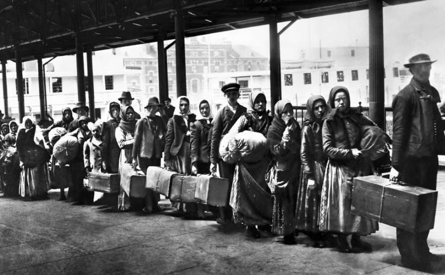 """Película de 1897 """"Llegada de los emigrantes"""""""